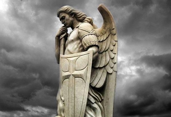 Saint-Michael-statue